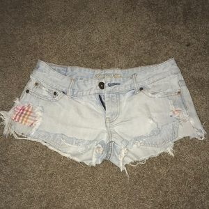 Light wash ae shorts with peakaboo pockets